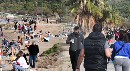 Ξεχύθηκε ο κόσμος στις παραλίες