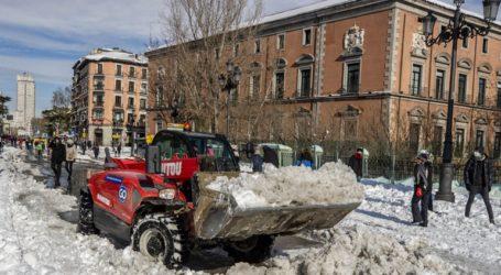 Κλειστά τα σχολεία, τα δικαστήρια και τα μουσεία μετά τη σφοδρή χιονοθύελλα