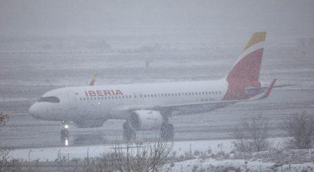 Το αεροδρόμιο της Μαδρίτης επανέρχεται στα κανονικά επίπεδα λειτουργίας μετά τη χιονόπτωση