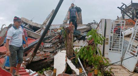 Τουλάχιστον επτά νεκροί και εκατοντάδες τραυματίες από τον σεισμό