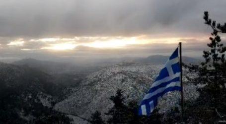 Χιόνια στην Πάρνηθα – Δείτε ζωντανή εικόνα