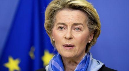 Η Ούρσουλα φον ντερ Λάιεν τάσσεται ευνοϊκά στην πρόταση του πρωθυπουργού για το ευρωπαϊκό πιστοποιητικό εμβολιασμού
