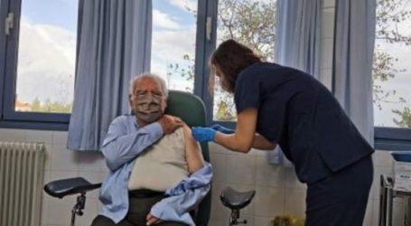 Πρώτη ημέρα εμβολιασμού ηλικιωμένων άνω των 85 ετών στην Κρήτη
