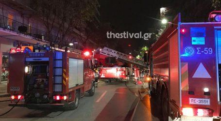Κάηκαν ολοσχερώς δύο διπλοκατοικίες στη Θεσσαλονίκη