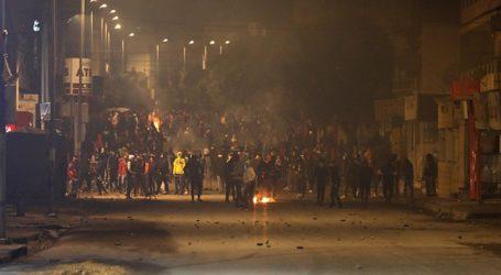 Οι ταραχές συνεχίστηκαν στη διάρκεια της νύχτας σε πολλές πόλεις