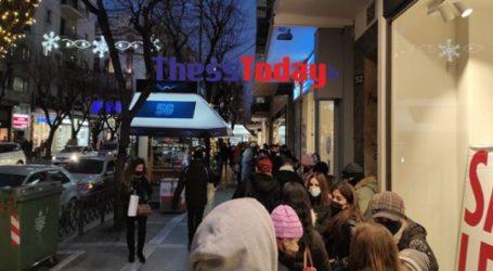 Oυρές και συνωστισμός σε πολυκαταστήματα της Θεσσαλονίκης