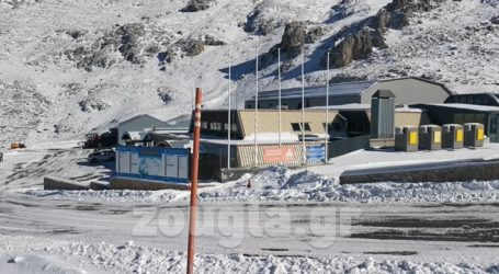 Στα λευκά και χωρίς ούτε έναν σκιέρ, το χιονοδρομικό κέντρο Παρνασσού