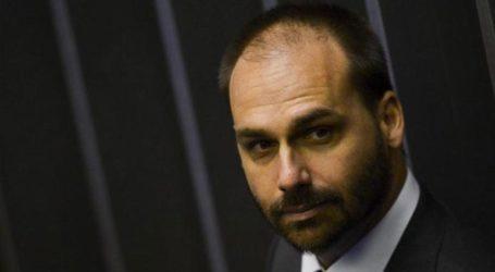 Ο γιος του Μπολσονάρου καταδικάστηκε να αποζημιώσει μία δημοσιογράφο