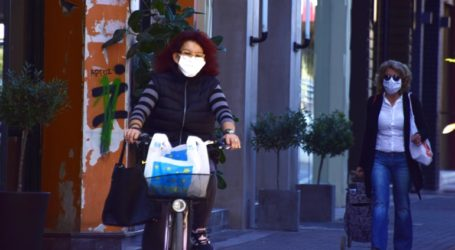 «Μη χρησιμοποιείτε υφασμάτινες μάσκες» συνιστούν τώρα οι αρχές στη Γαλλία
