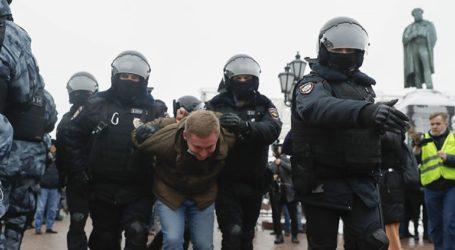 Η αστυνομία προχώρησε σε περισσότερες από 1.000 προφυλακίσεις υποστηρικτών του Ναβάλνι