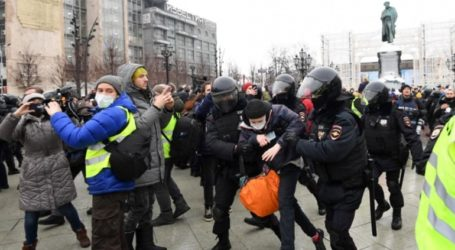 Πάνω από 2.000 οι συλλήψεις στις διαδηλώσεις υπέρ του Αλεξέι Ναβάλνι