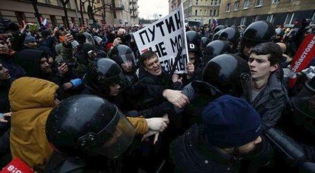 ΕΕ και ΗΠΑ καταδικάζουν τη βίαιη καταστολή των διαδηλώσεων στη Ρωσία
