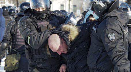 Σε περισσότερους από 3.300 ανέρχονται οι διαδηλωτές που συνελήφθησαν το Σάββατο στη Ρωσία
