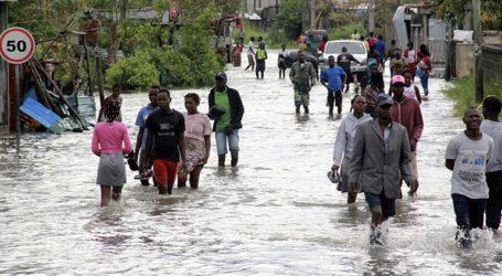 Έξι νεκροί και χιλιάδες άστεγοι από το πέρασμα του κυκλώνα Ελοΐζ