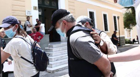 Καλόγρια από το Πήλιο και ένας Βολιώτης έμπορος κατηγορούμενοι ως συνεργοί του «ψευτογιατρού»