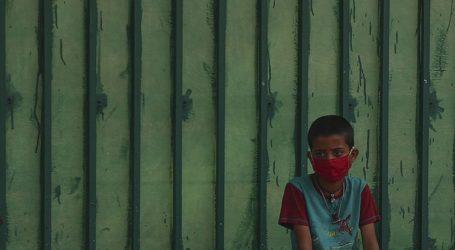 Μειώνονται τα ενεργά κρούσματα Covid-19 στην Ινδία