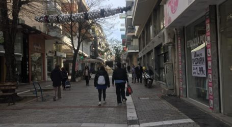 Περιμένοντας την Κοινή Υπουργική Απόφαση για τα ψώνια η αγορά της Λάρισας