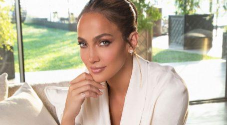 H Jennifer Lopez αφαιρεί το μακιγιάζ της on camera και εντυπωσιάζει!