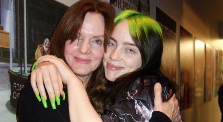 Κι όμως η μαμά της Billie Eilish ήταν σε ένα επεισόδιο των Friends!