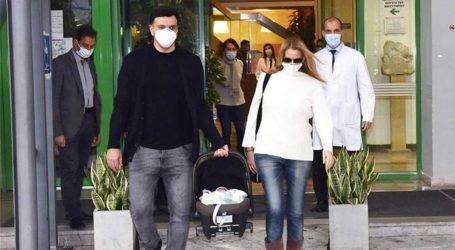 Τζένη Μπαλατσινού- Βασίλης Κικίλιας: Οι πρώτες δηλώσεις για τον γιο τους έξω από το μαιευτήριο