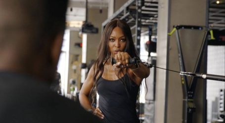 Naomi Campbell: Tο πρόγραμμα γυμναστικής που ακολουθεί πιστά στην καραντίνα