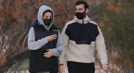 Νίκος Πολυδερόπουλος: Μετακίνηση 6 στη Γλυφάδα με γοητευτική μελαχρινή