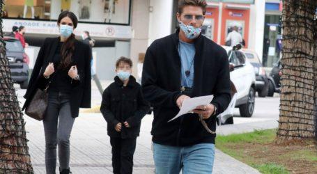 Γιώργος Μανίκας & Έλλη Γελεβεσάκη: Βόλτα με τον γιο τους στη Γλυφάδα