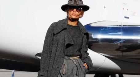 Το casual chic airport look της Jennifer Lopez για το ταξίδι της στην Ουάσινγκτον