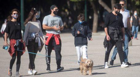 Χριστίνα Μπόμπα & Σάκης Τανιμανίδης: Βόλτα στο κέντρο της πόλης με τους κουμπάρους τους