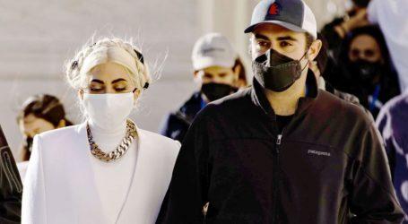 Lady Gaga: Το τρυφερό φιλί με τον σύντροφο της στην ορκωμοσία Biden που έγινε Viral