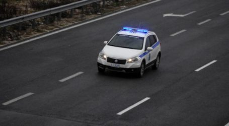 Είδε αστυνομικούς, μπήκε στο αντίθετο ρεύμα και συγκρούστηκε με 3 οχήματα!