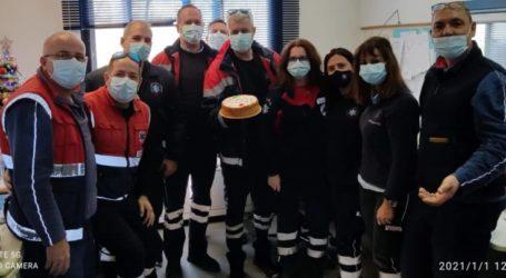 Ευχές από το προσωπικό του ΕΚΑΒ Λάρισας που έκοψε την πρωτοχρονιάτικη πίτα του
