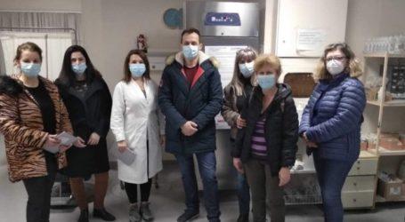 Έφτασαν τα εμβόλια σήμερα στο Γενικό Νοσοκομείο Λάρισας – Αύριο το πρωί ξεκινούν οι εμβολιασμοί (φωτο)