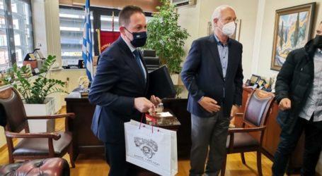 """Αβρότητες Πέτσα σε Καλογιάννη στο δημαρχείο της Λάρισας: """"Πλούσιο και φιλόδοξο το πρόγραμμα του δημάρχου για την πόλη"""""""