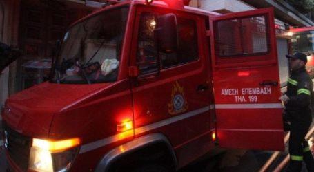 Φωτιά ξέσπασε σε αποθήκη στη Λάρισα σήμερα το απόγευμα