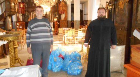 Ο… Άγιος Βασίλης μοίρασε τρόφιμα σε κατοίκους του Λαύκου