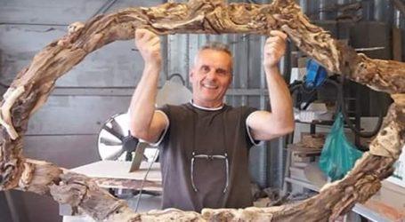 Λαρισαίος δημιουργεί έργα από θαλασσόξυλα σε φυσικό μέγεθος και εντυπωσιάζει – Δείτε φωτογραφίες