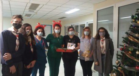 Οι Μεγάλοι Οδηγοί των Προσκόπων Λάρισας έδωσαν ευχές στους γιατρούς του Γενικού Νοσοκομείου Λάρισας