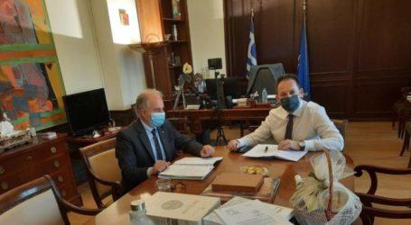 Συνάντηση του Δημάρχου Τεμπών Γιώργου Μανώλη με τον Αναπληρωτή Υπουργό Εσωτερικών, αρμόδιο για θέματα Αυτοδιοίκησης, Στέλιο Πέτσα