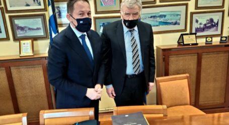 Δεσμεύσεις Πέτσα για άμεση αντιμετώπιση των ζητημάτων θεσμικού περιεχομένου που έθεσε ο Νασιακόπουλος