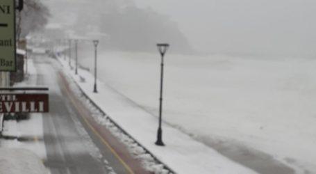 Αϊ Γιάννης Πηλίου: Το χιόνι έφτασε στη θάλασσα [εικόνες]