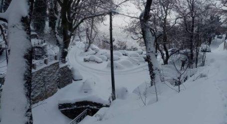 Κλειστός ο δρόμος για Κουκουράβα – Δεν φαίνεται από το χιόνι [εικόνες]