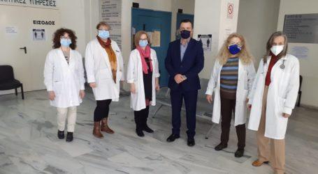 Επίσκεψη Μπουκώρου στο εμβολιαστικό κέντρο και στον ΕΦΚΑ Βόλου