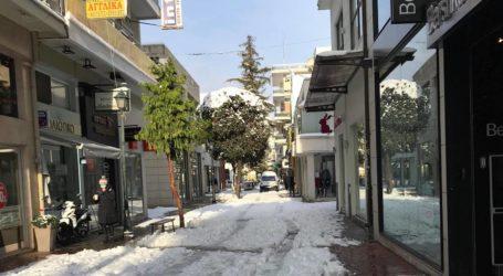 Βόλος: Ελάχιστα καταστήματα σήκωσαν ρολά το πρωί της Δευτέρας