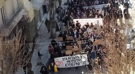 Πορεία μαθητών – «Παρέλυσε» το κέντρο του Βόλου [εικόνες και βίντεο]