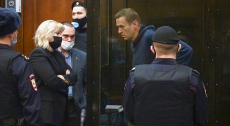 Η αστυνομία συνέλαβε 112 ανθρώπους κοντά στο δικαστήριο της Μόσχας