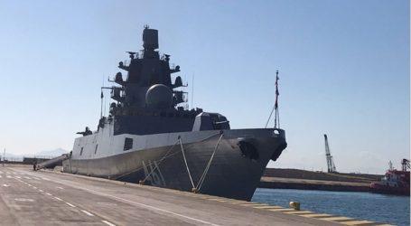 Η ρωσική υπερσύγχρονη φρεγάτα «Ναύαρχος Κασατόνοβ» έφτασε στο λιμάνι του Πειραιά