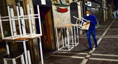 Η Καταλονία αίρει κάποια από τα περιοριστικά μέτρα καθώς μειώνονται τα κρούσματα κορωνοϊού