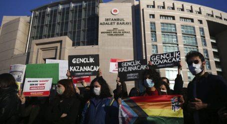 Οι Αρχές συνέλαβαν άλλους 65 ανθρώπους που διαδήλωναν για το Πανεπιστήμιο του Βοσπόρου
