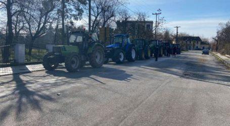 Οι αγρότες έβγαλαν τα τρακτέρ στους δρόμους